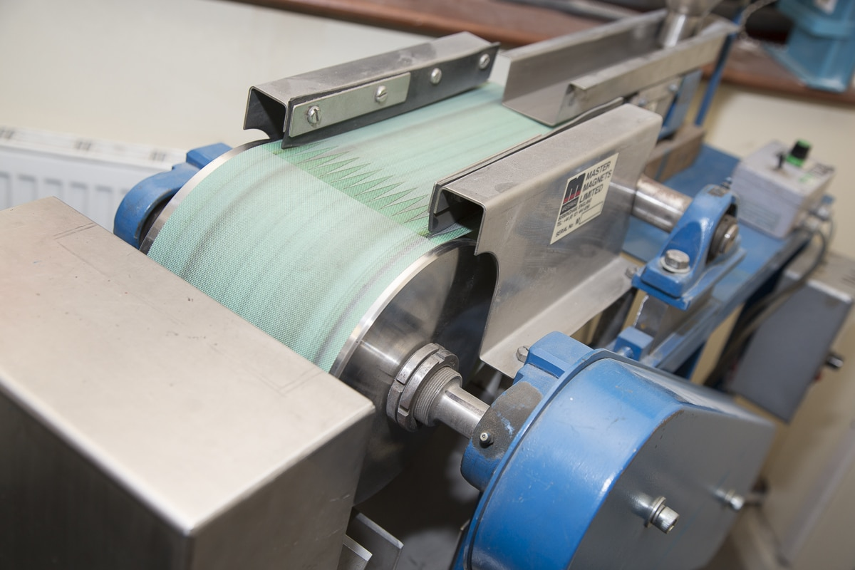 Master magnets Laboratory Induced Roll Magnetic Separator