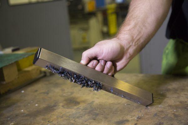 Bunting_Worktop-Magnetic-Sweeper